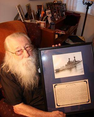 Архимандрит Илия (Барна) с фронтовыми фотографиями