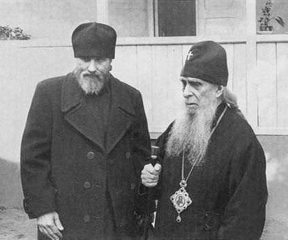 Владыка Зиновий (Мажуга) с отцом Виталием (Сидоренко). Начало 1980-х гг.